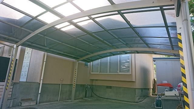 アクリル板屋根のカーポート